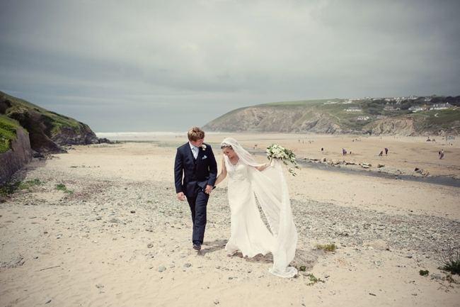 Wedding-In-Cornwall-on-clifftop-beach-0026