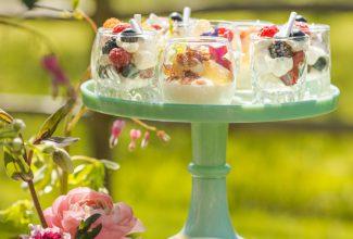 Inspiration Shoot : A magical springtime dessert table