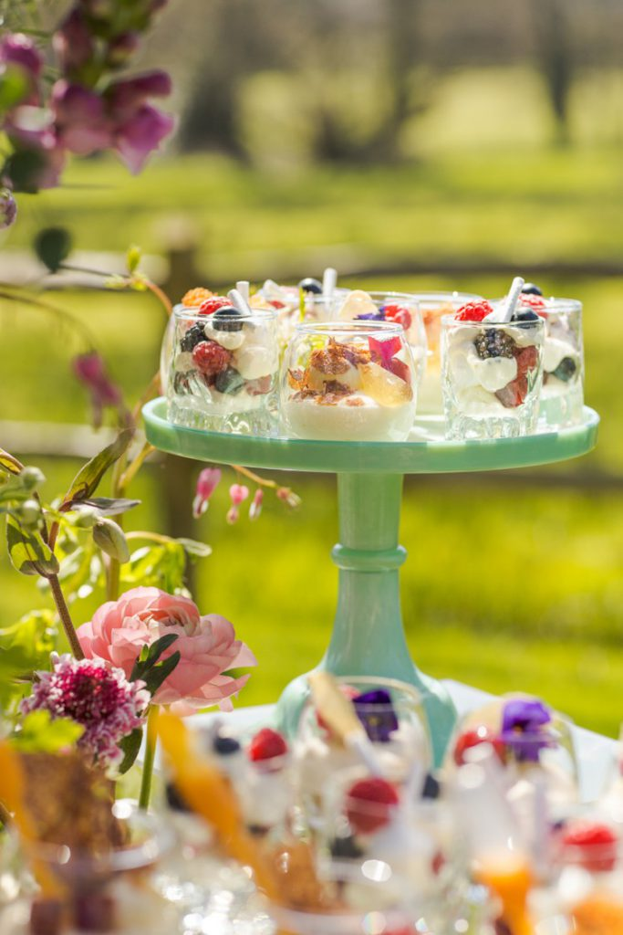 Inspiration Shoot : A magical springtime dessert table