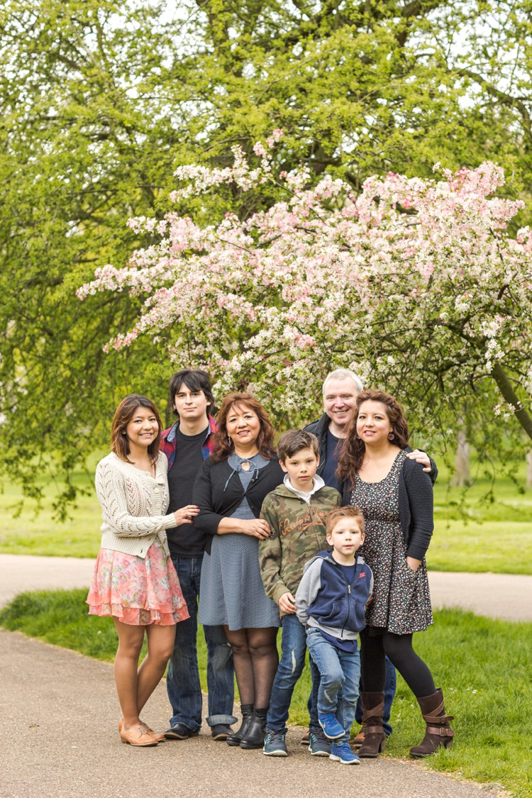 Family portraits in springtime London. Click through to see more!