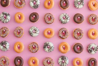 Inspiration shoot : The pink doughnut wall of perfection
