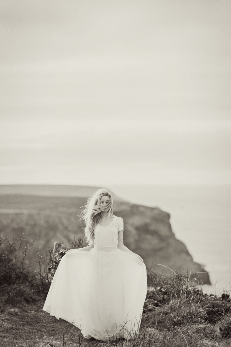 Siren of the Sea - A magical cliff top portrait shoot in Cornwall. Click through to see more!