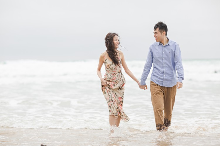 The Magic of Cornwall. Coastal pre-wedding session by the sea. Click through to see more!