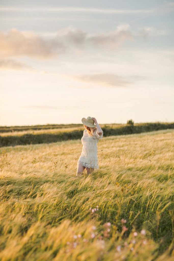 Living is easy : country sunset portraits