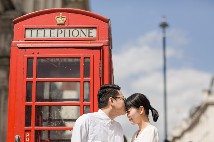 London engagement photography. Click through & have a love affair with London!