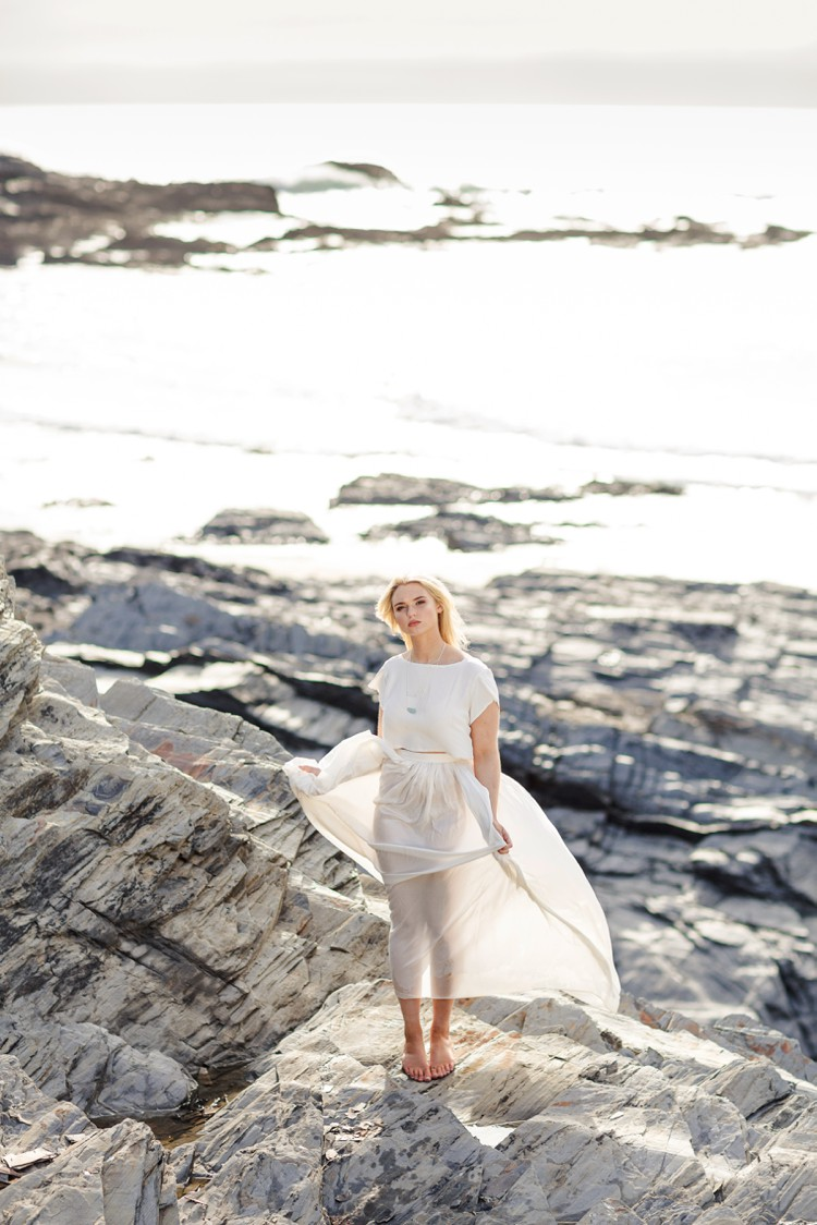 Cornwall bridal portrait photography by Marianne Taylor. Click through to see more magic by the ocean!