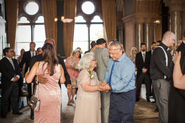 Wedding photography at St. Pancras Renaissance by Marianne Taylor.